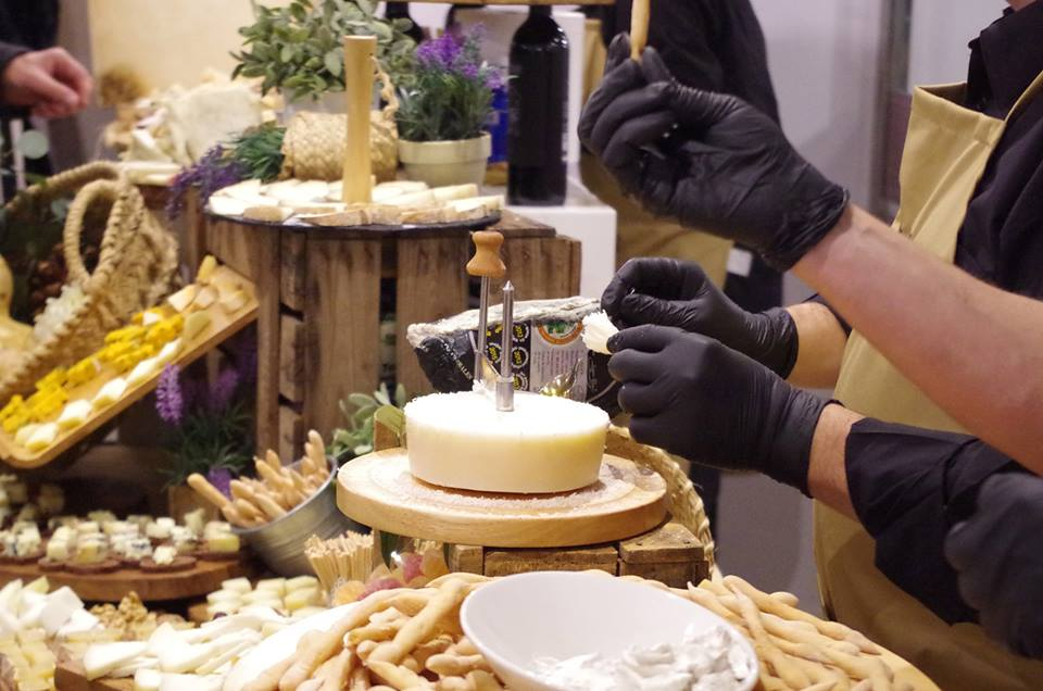 ¡Sí! Aún tenemos plazas para los próximos bufets libres queseros